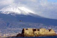 Napoli 23 Dicembre 2003: Vesuvio con neve (Foto Cesare Abbate)